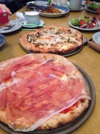 2014.2.4ski-pizza2.JPG